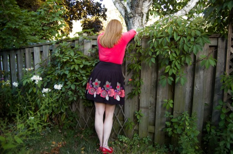 Back view. Fence leaning. In real life, the shoes, skirt and top all match, which is what happens when you really love a colour and just buy it without thinking about what you'll wear it with.